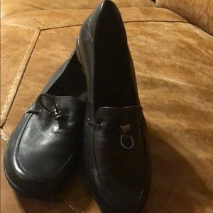 Super cute pair of loafers in black leather 7.5 N